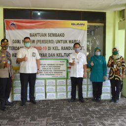 Bantuan 450 Paket Sembako kepada Masyarakat Terdampak Covid-19 di Kecamatan Tugu